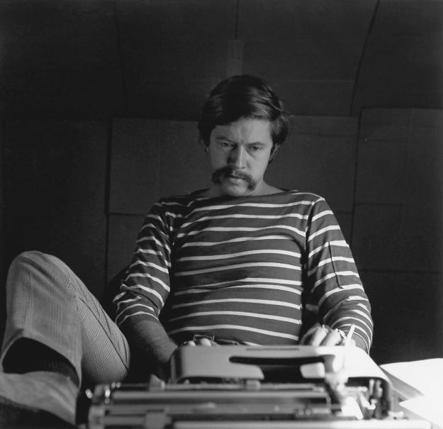Tom-Robbins-typing