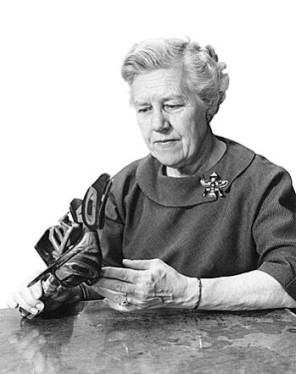 Dr. Erna Gunther